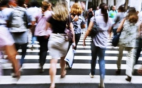 Politici de creștere demografică: Cum a balansat natalitatea către femeile salariate și instruite. România și politicile familiale europene