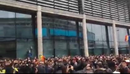 Politicienii promit că românii din diaspora nu vor mai sta la cozi la următoarele alegeri