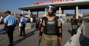 syria-turkey-border-trucker-soldier-