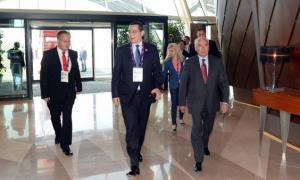 Premierul-Ponta-la-sosirea-în-Azerbaidjan.-Foto-Azertag.az