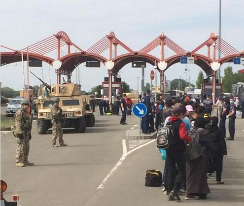 refugiati ungaria vehicule blindate