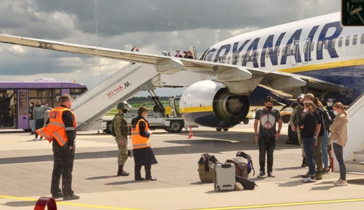 Ryanair deturnat la minsk