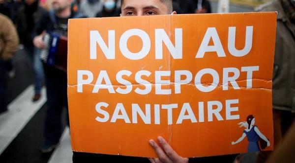 franta-proteste-psaport-sanitar.jpg